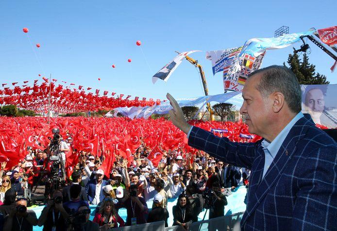 De Turkse president Recep Tayyip Erdogan sprak zijn aanhangers vandaag toe in Antalya