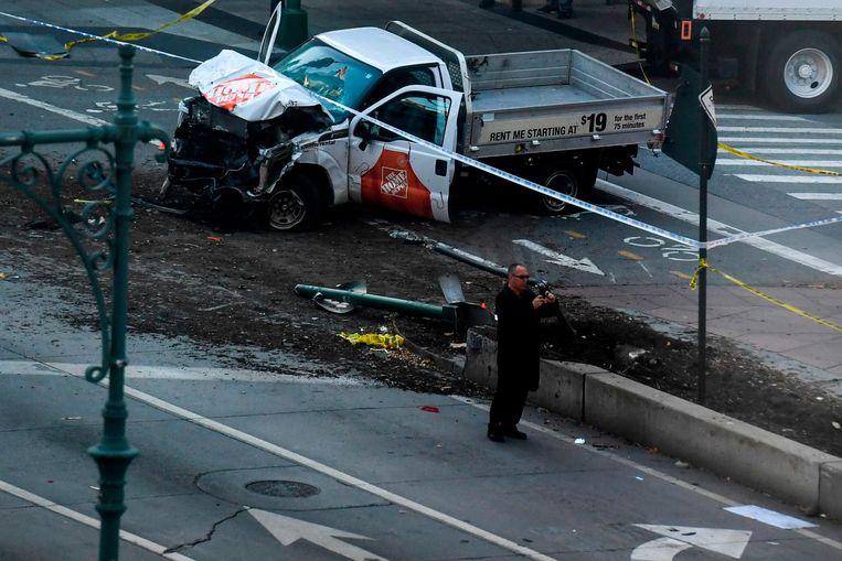 Het wrak van de Toyota-pick up die Saipov gebruikte bij zijn terreurdaad. Beeld AFP