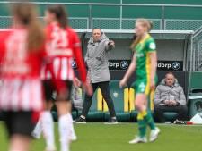 ADO-coach Sjaak Polak hekelt houding van topclubs: 'Onze meiden verdienen een beetje meer respect'