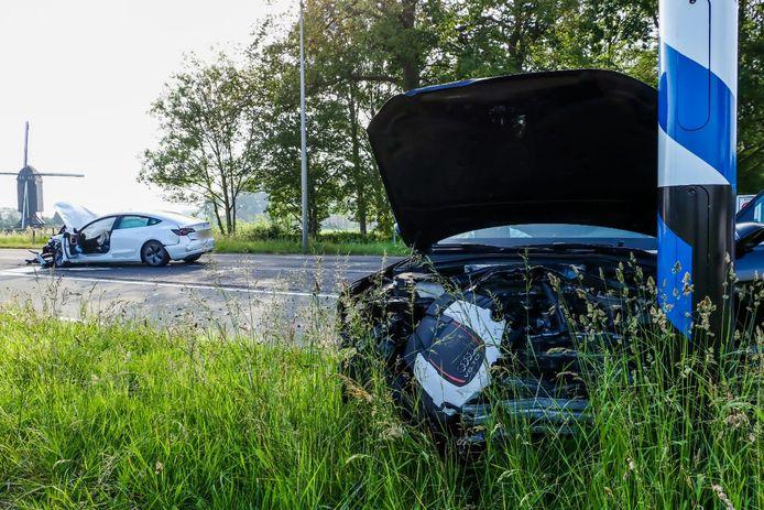 Twee auto's zijn zwaar beschadigd na ongeluk in Usselo.