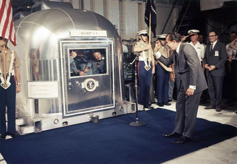 Nadat de astronauten terug op aarde landden, genoten ze niet meteen van hun sterrenstatus. Uit voorzorg moesten ze drie weken lang in quarantaine verblijven.  Beeld AP