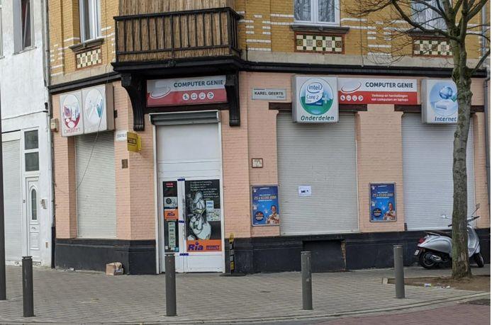 De winkel van Mohamed B. in Borgerhout waar het schietincident plaatsvond.