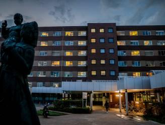 """""""We worden overspoeld met coronapatiënten"""": AZ Nikolaas bouwt versneld extra capaciteit op, meteen ook afbouw van niet-dringende hospitalisaties en ingrepen"""