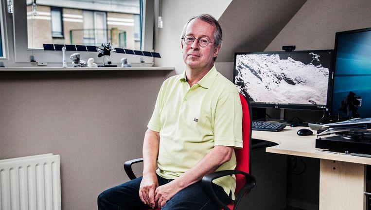 Komeetonderzoeker Fred Jansen thuis in Leiderdorp: 'Ik heb me het schompes gewerkt en ben er in feite ook te ver in gegaan.' Beeld Aurélie Geurts