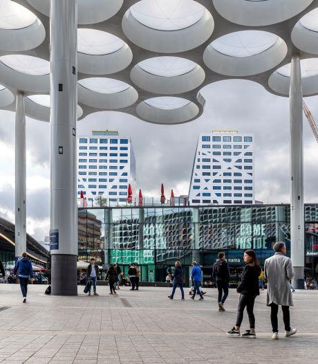 Politie houdt vijf mensen aan rondom stationsgebied in Utrecht, 144 mensen op de bon geslingerd