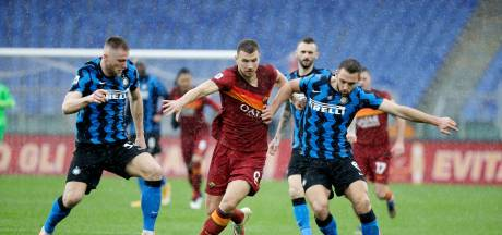 Milan lachende derde na gelijkspel in topper in Rome, Napoli wint bij Udinese