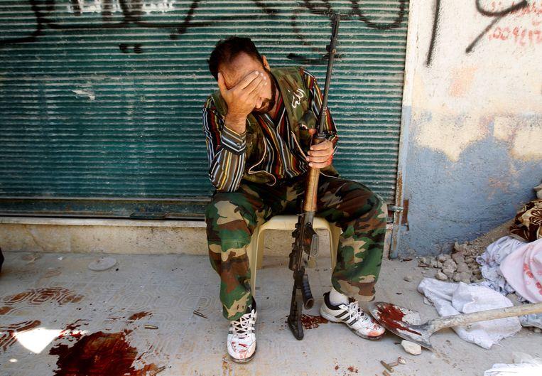 Een oppositie-strijder in Aleppo, augustus 2012.  Beeld REUTERS