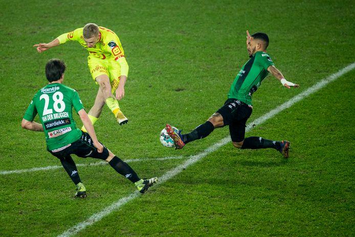 Storm was goed voor een assist tegen Cercle. Hij probeerde het ook zelf vanop afstand.