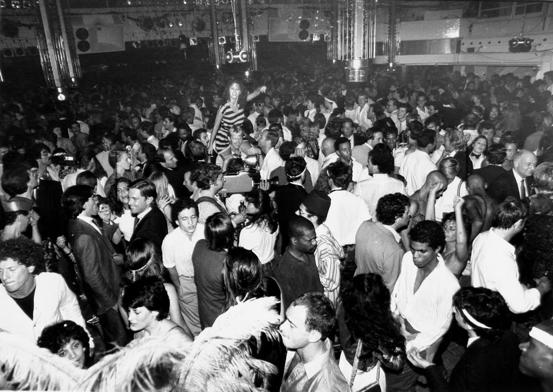 Een dansavond in 1981 in de New Yorkse discotheek Studio 54. Beeld Getty