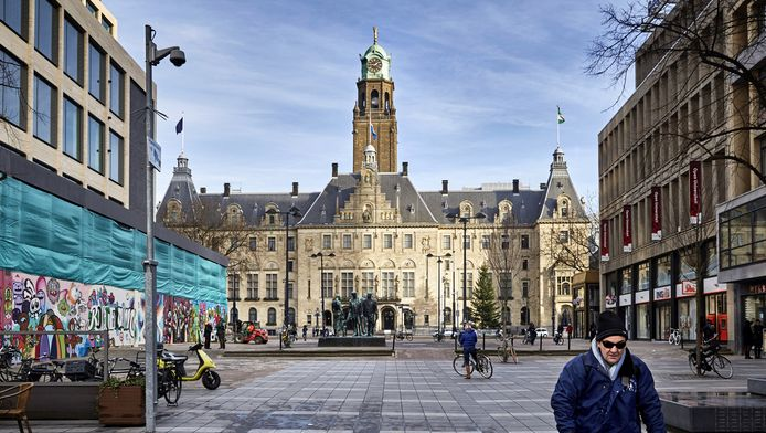 Het Stadhuisplein in Rotterdam.