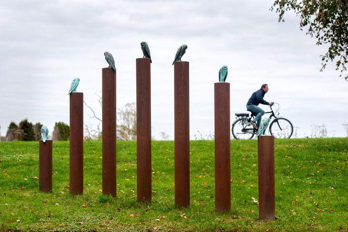 De Zeven-vinger-bruggen in Elst. Met de uil 'als symbool van wijsheid'.