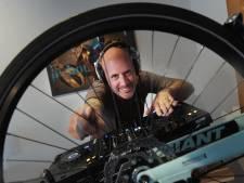 Fietsenmaker Arjen is nu dj Arvel: 'Ik doe waar ik goed in ben'