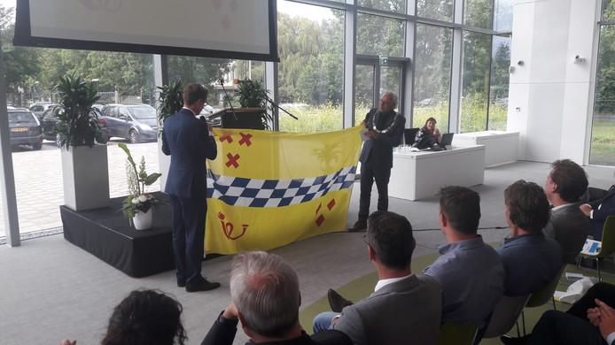 Burgemeester Molkenboer in het nieuwe stadhuis Woerden