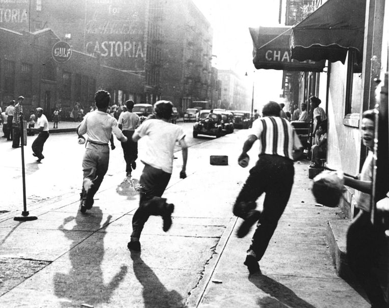 Straatgeweld in Harlem, New York, in 1949. Beeld ANP