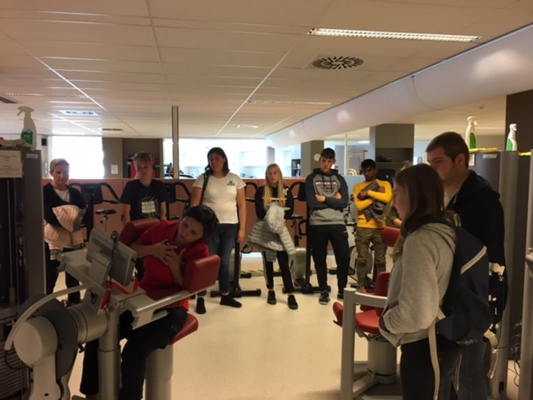 De leerlingen brachten een bezoek aan de rugschool van het ziekenhuis in Zottegem