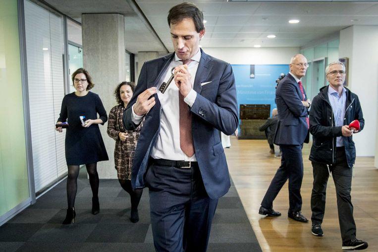 Wopke Hoekstra, die hier als nieuwe minister van Financiën de sleutel van de schatkist in zijn binnenzak steekt, werkte voorheen bij adviesbureau McKinsey Beeld anp