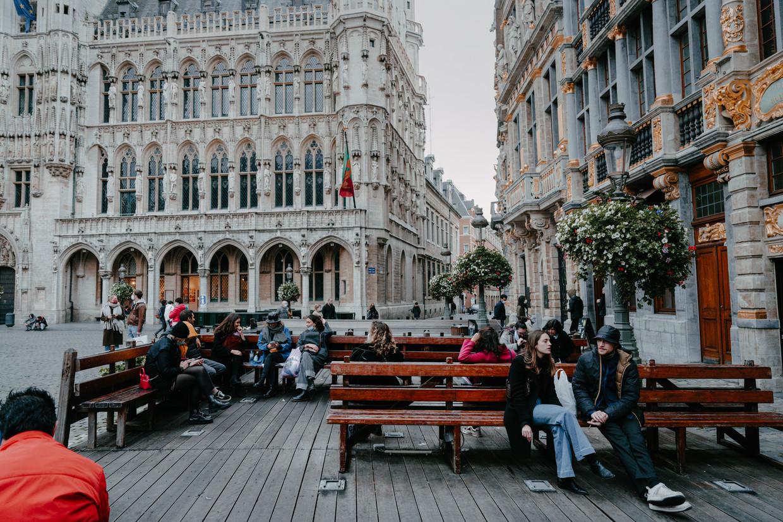 Op de Grote Markt in Brussel, middenin de coronapiek. Beeld Damon De Backer