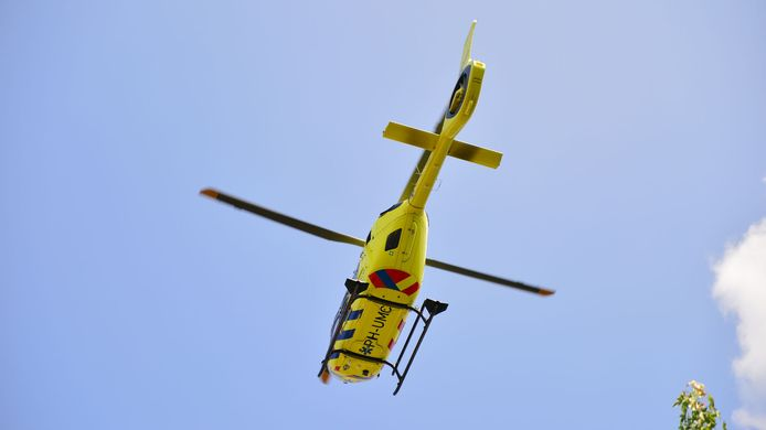 Een traumahelikopter kwam ter plaatse om ambulancepersoneel te assisteren.