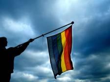 Amsterdam hijst regenboogvlag voor Poetin