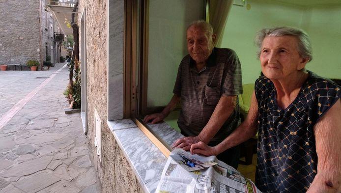 Antonio Vassallo (100) en zijn vrouw Amina (93) zijn typische langlevende inwoners van Acciaroli.