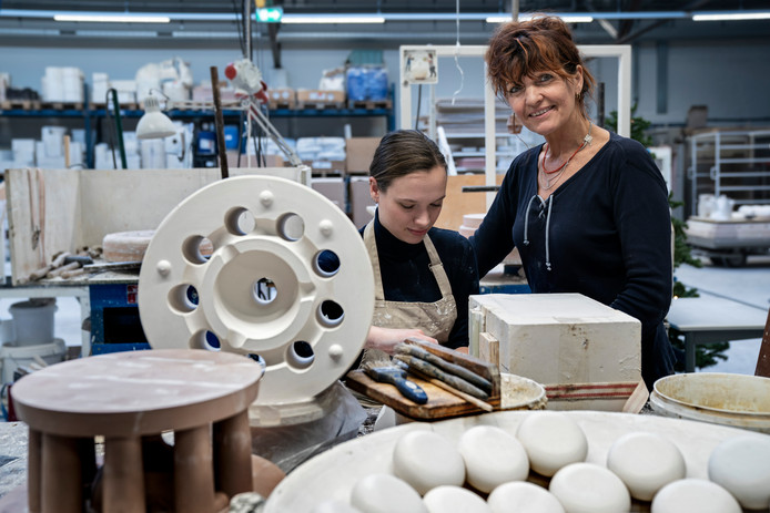 Toen Cor Unum in 2009 failliet ging haalde Lotte Landsheer het bedrijf eigenhandig  uit het slop. Ze kocht delen van de failliete boedel, waaronder de mallen, en wist het bedrijf weer florerend te maken.