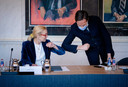 Sigrid Kaag (D66) en Mark Rutte (VVD) tijdens een bijeenkomst met Tweede Kamervoorzitter Khadija Arib vanmiddag.