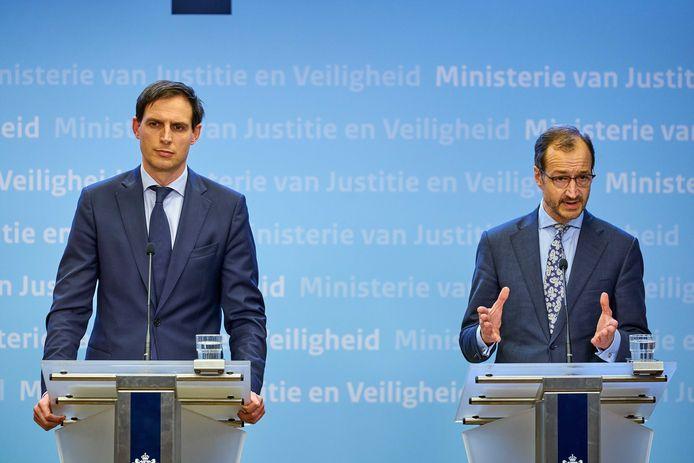 Ministers Eric Wiebes (Economische Zaken) en Wopke Hoekstra (Financiën) maken vanochtend hun plan voor een Nationaal Groeifonds bekend.
