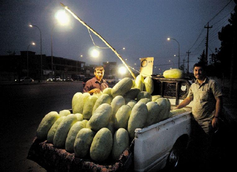 Een mobiele winkel in Noord-Irak: pick-uptruck met watermeloenen. (Trouw) Beeld