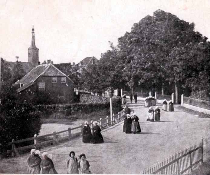 Prentbriefkaart van het oude dorp Heeze. Vermoedelijke uitgave: begin vorige eeuw.