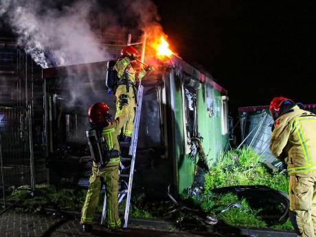 Gereedschap gestolen en keet in brand gestoken; veel schade op bouwterrein slimme wijk Brandevoort
