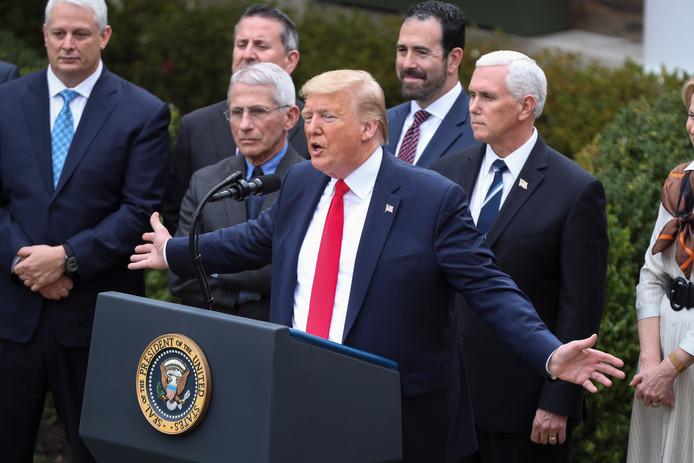 De Amerikaanse president Donald Trump kondigde vergaande maatregelen aan om de economie te beschermen tegen de gevolgen van het coronavirus.