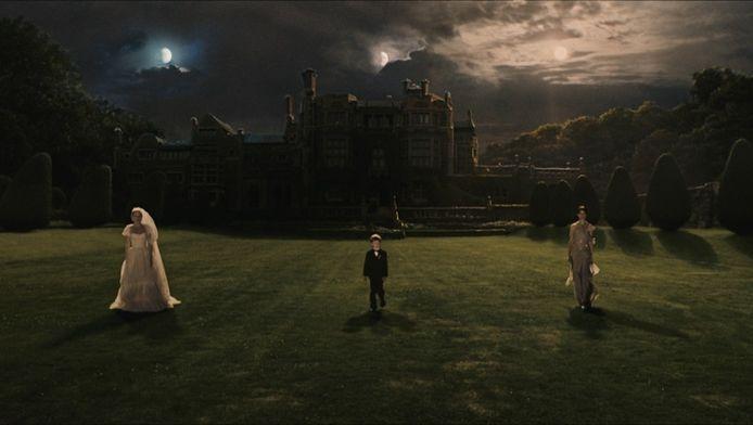 Een still uit Melancholia, de film van Lars von Trier waarin de aarde ten onder gaat omdat er een planeet op botst.