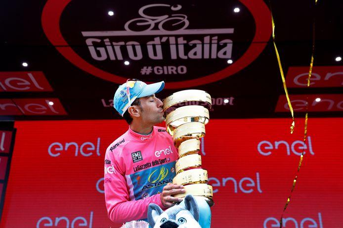 2016: In het shirt van Astana wint Vincenzo Nibali de Giro.