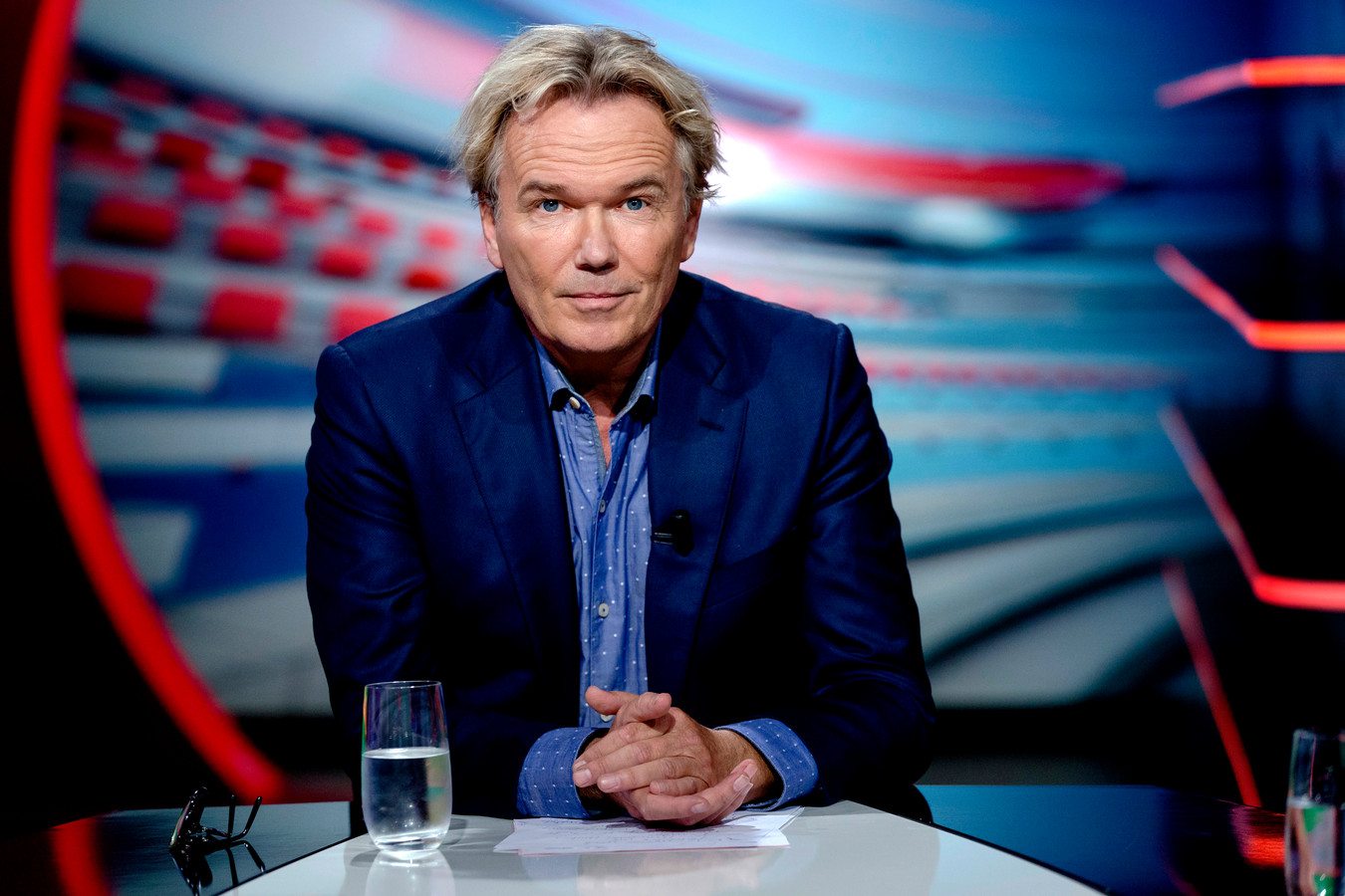 Tom Egbers tijdens de uitzending van NOS Studio Voetbal.