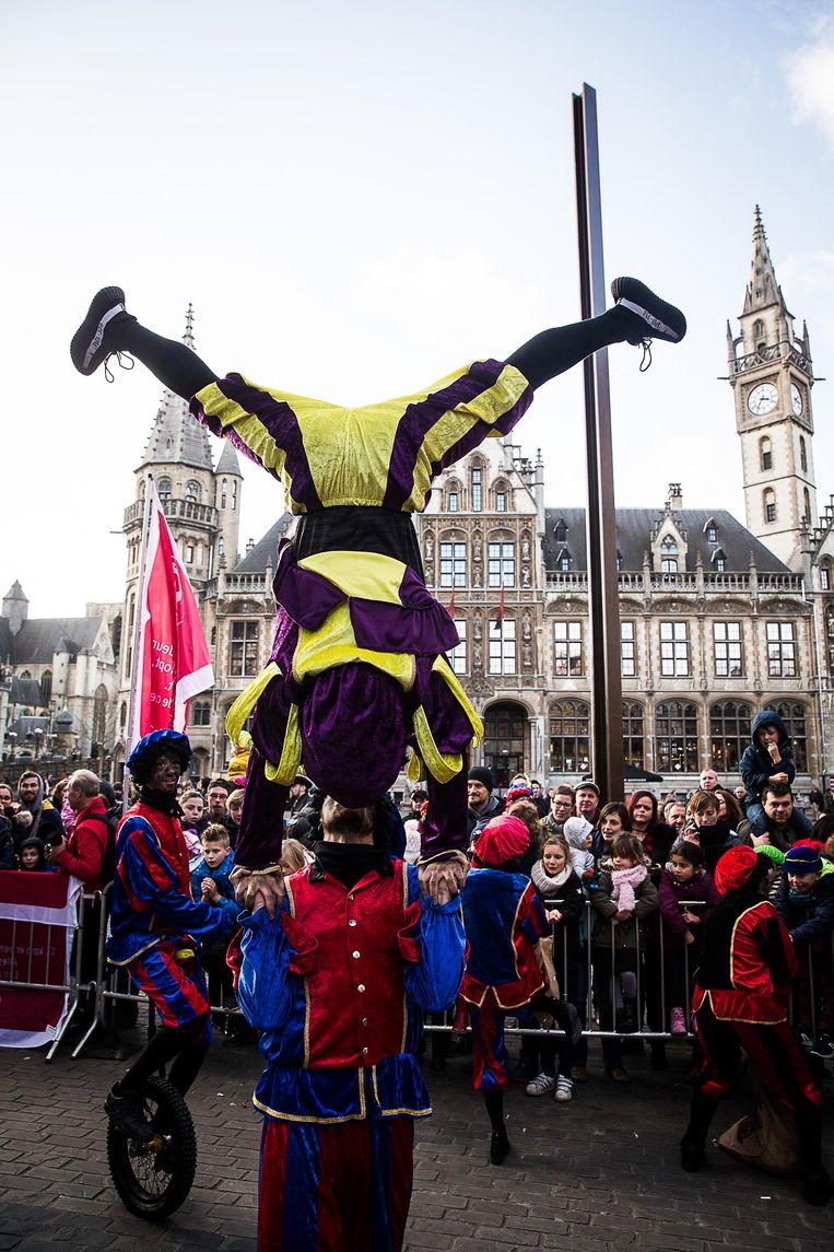 Om een stunt zitten de Zwarte Pieten nooit verlegen.