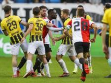 Feyenoord verliest in Arnhem door defensieve fouten, strijdend Vitesse eindigt met negen man