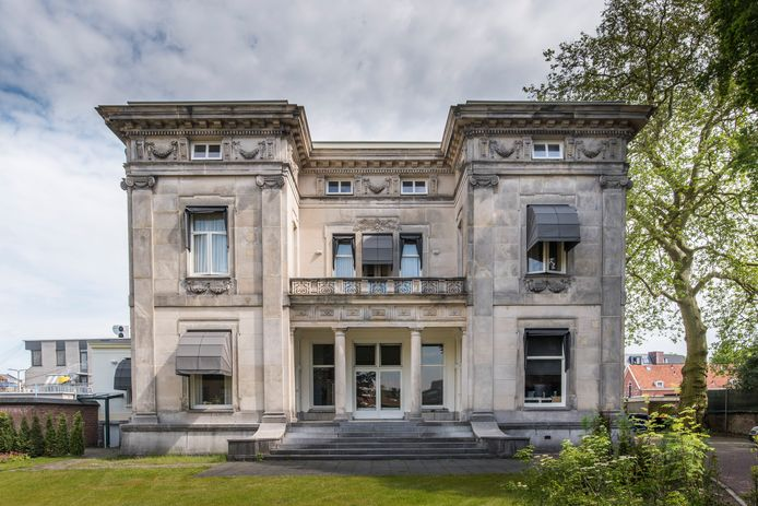 Zo op het eerste oog lijkt er niet veel te zijn veranderd, maar binnen is alles anders in Villa De Wiem.