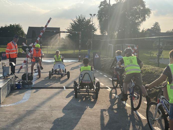 Het nieuwe verkeerspark van de politiezone Regio Tielt heeft een echte overweg en nevelinstallatie.