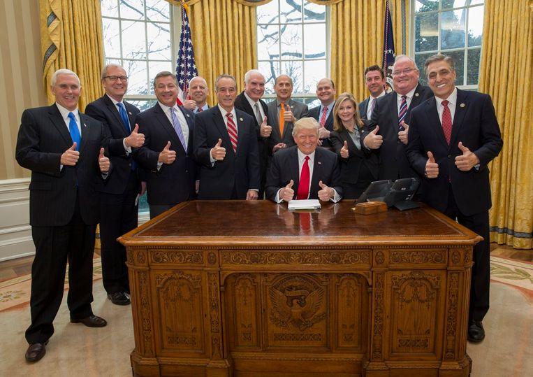 Trump twittert #MakeAmericaGreatAgain onder deze foto. Beeld Twitter