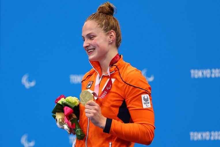 Chantalle Zijderveld, met de gouden medaille die ze al zo lang wilde. Beeld REUTERS