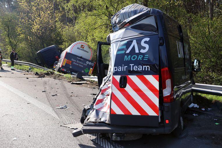 De bestelwagen werd geramd door een tankwagen in Olen.