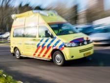 Auto raakt van de weg in Ter Aar: twee gewonden