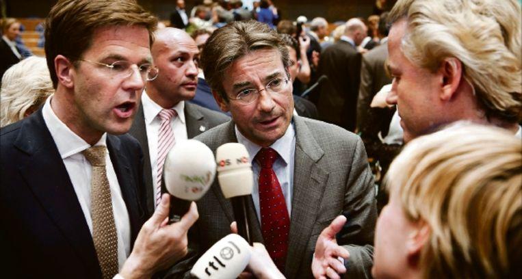 Rutte, Verhagen en Wilders zochten elkaar donderdag op, nadat ze waren beëdigd als lid van de nieuwe Tweede Kamer. (FOTO ANP ) Beeld ANP