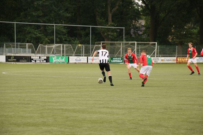 Het jaarlijkse voetbaltoernooi kent een sterk deelnemersveld.