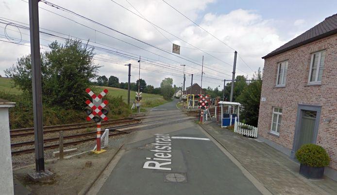 De spoorwegovergang in de Rietstraat in Appelterre-Eichem.