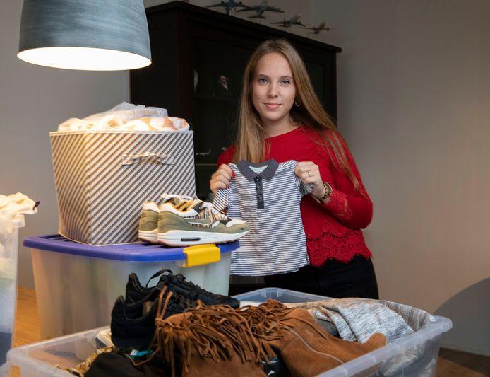 Sanne van der Leest begon voor haar familie van alles te verkopen en is actief op diverse verkoopplatforms. ,,Alles staat in een extra slaapkamer in opbergboxen.''