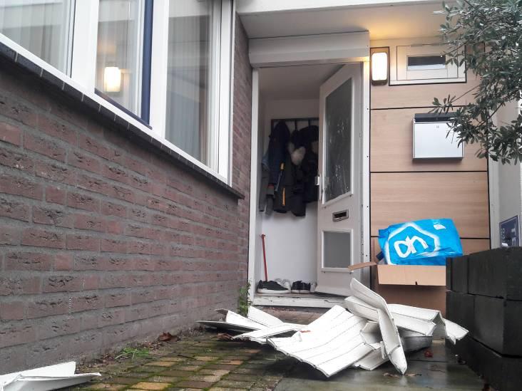 Politie ligt Helmonds stel van zijn bed en neemt auto's in beslag: verdenking van witwassen