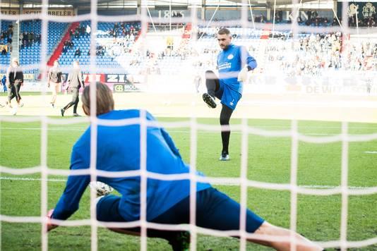 Jeroen Zoet schiet Lars Unnerstall in.