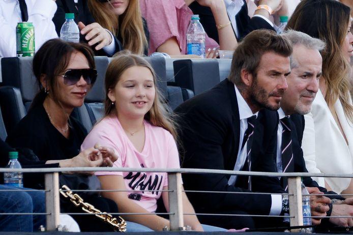 David Beckham met Victoria en hun dochter Harper in het DRV PNK Stadium in Fort Lauderdale.