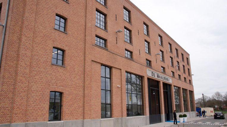 Het nieuwe commissariaat is gevestigd in een gerenoveerde graanmaalderij langs de Vaartdijk in Brecht.
